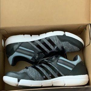 Adidas ilae training shoe